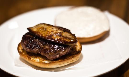 Veal burguer with foie gras and mayo ceps